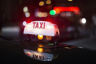 """多城市开发出租车叫车软件 """"地方版滴滴""""能否后来居上?"""