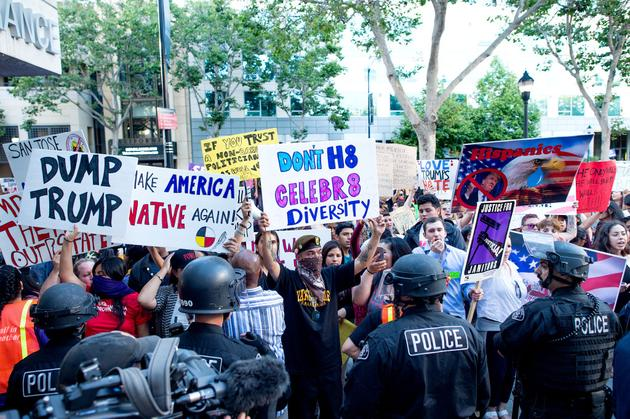 特朗普在圣何塞的竞选活动引发了骚乱