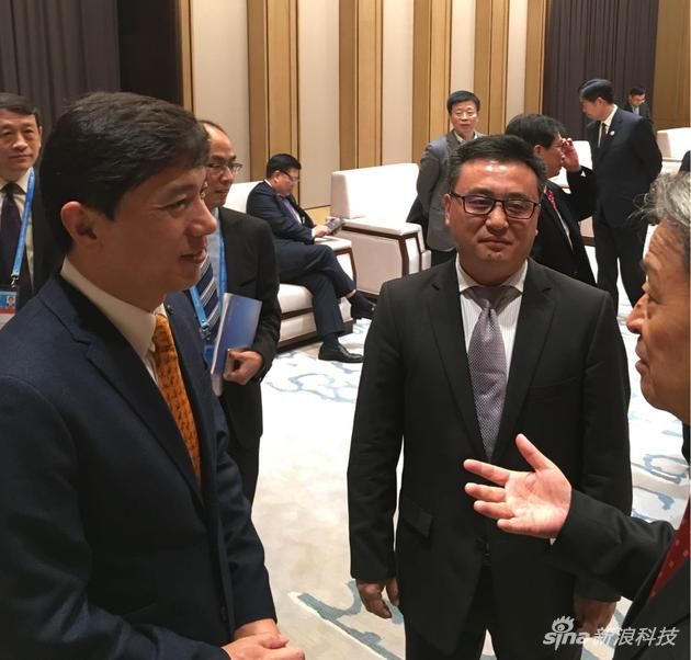 图为百度董事长李彦宏和百度总裁张亚勤