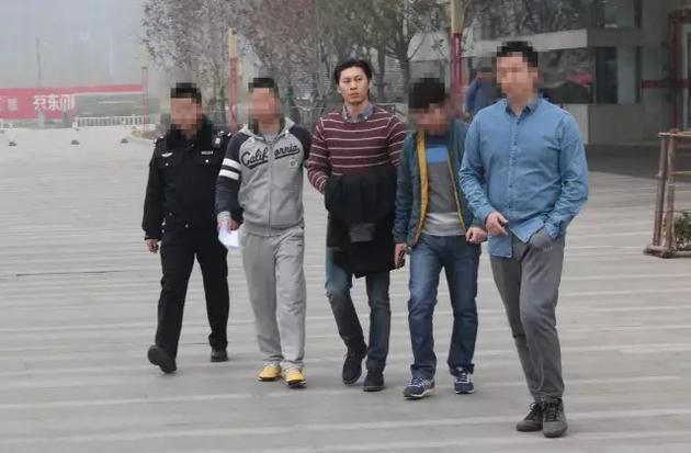"""樊龙因涉嫌""""非国家工作人员受贿罪""""在办公室被公安机关传唤带离,目前已被公安机关刑事拘留。"""