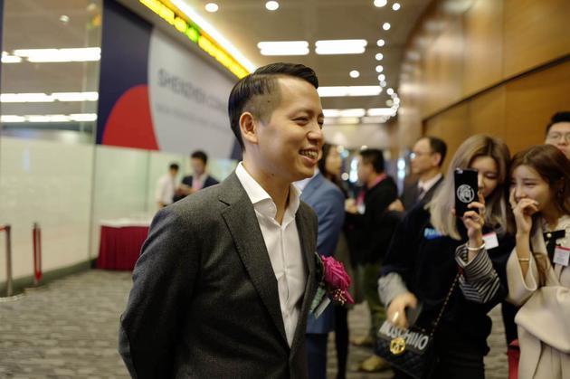 吴欣鸿在美图上市现场。