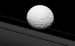 卡西尼号传回最新土星环照片