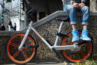 """共享单车烧钱竞争升级!摩拜推""""红包车""""给用户送钱"""