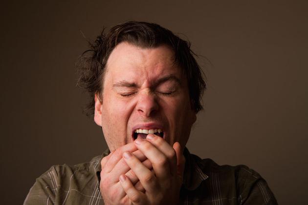 人在打喷嚏时为何要闭眼?并非防止眼球掉出