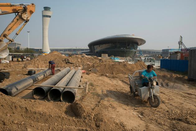 郑州政府承诺出资100多亿美元,大幅扩建距iPhone工厂只有几公里的机场。