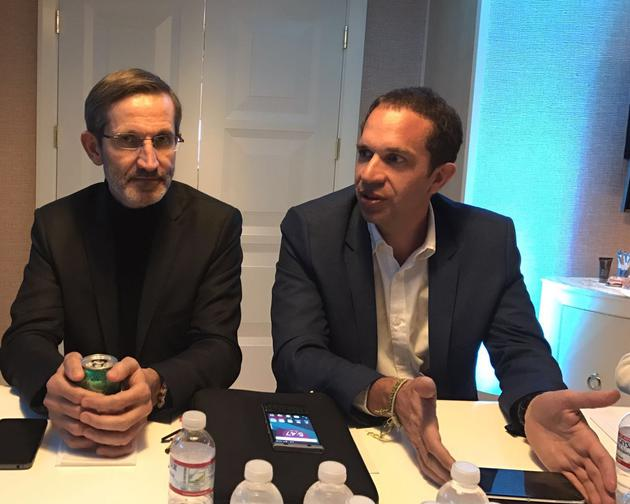 TCL通讯CEO Nicolas ZIBELL(图右),TCL通讯高级副总裁艾雷(图左)