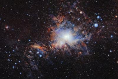 红外望远镜拍摄猎户座分子云 斑斓色彩纵横交错(图)