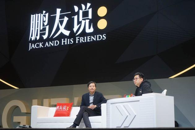 小米公司创始人及CEO雷军(左)
