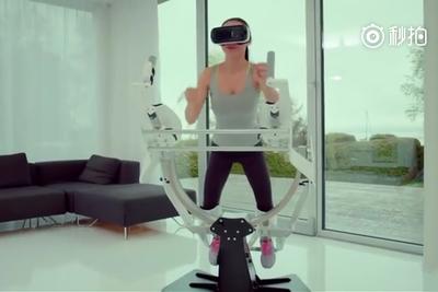 宅男福利:VR最新超酷炫科技,一边体验飞行一边健身!