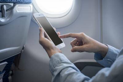 """机智堂:除了无人机 民航业对新型电子产品都不太""""友好"""""""