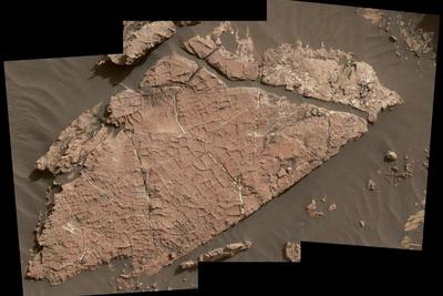 好奇号火星探测器发现新火星有水证据:布满交叉裂纹的岩石
