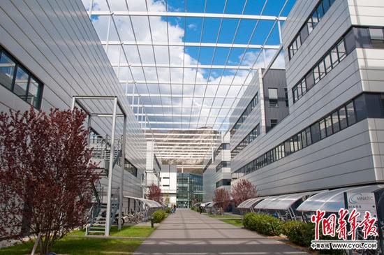 """""""欧洲硅谷""""格勒诺布尔科技园区,左边是高校教室,右边是科研机构与初创企业孵化器。本版图片均由陈小茹提供"""