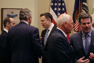 马斯克参加特朗普顾问委员会议 将表态反对移民禁令
