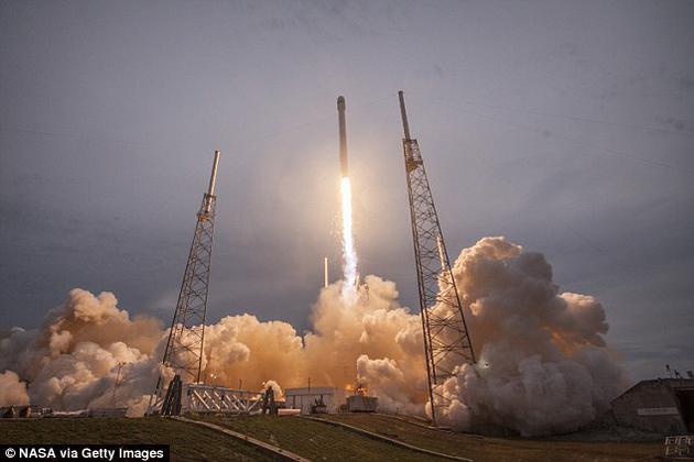 """2月14日情人节当天,太空探索公司SpaceX将向近地轨道发射一种致命病菌。该细菌名为""""耐甲氧西林金黄色葡萄球菌"""",简称""""MRSA""""。进入太空之后,国际空间站的微重力环境或许能加速其变异速度。"""