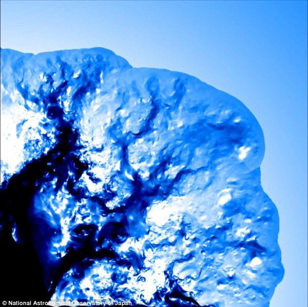 科学:用超级计算机首次二维模拟极超新星爆发-高清范资讯