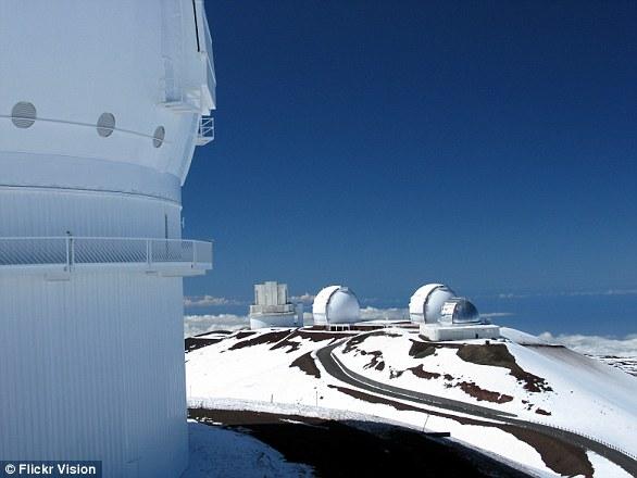 夏威夷莫纳克亚山顶的凯克望远镜,这是世界上口径最大的地基望远镜之一