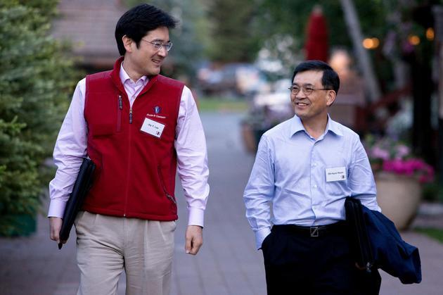 李在镕(左)与三星电子现任副会长兼CEO权五铉(右)
