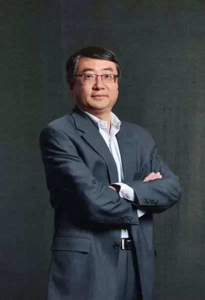 王强认为,互联网教育最理想的是一个老师面对一百万个学生