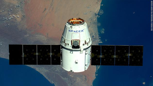 "SpaceX""龙""飞船"