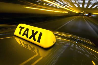 全国政协委员建议出租车退出网约车平台 新建专用调度平台