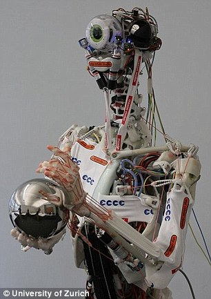 """研究人员以长有""""人类""""骨骼、筋腱与皮肤的Eccerobot机器人为例,解释未来如何用机器人培育真正的人体组织。"""