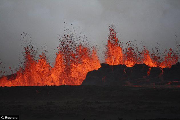 近期一项新研究指出,多年连续的火山爆发正是雪球效应的根源。火山喷发使大量气溶胶进入大气,导致地球温度迅速下降。