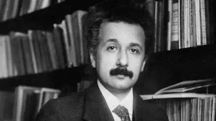 图2。 Albert Einstein (1915)