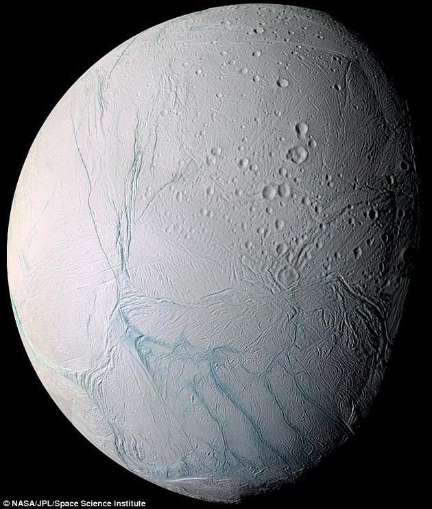 研究人员最近指出,土卫二地下海距地表的距离或许比此前预想的还要近,足以通过雷达观测到它的存在。