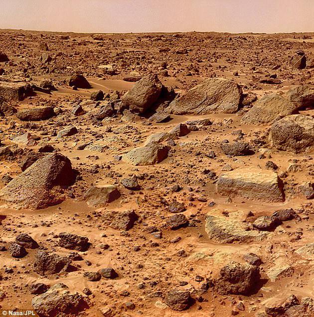 NASA已经在进行一系列研究,准备在2030年实现载人登陆火星。有一些学者已经开始关注人类在不适合居住的环境条件下生活的情况,比如在南极洲或国际空间站。