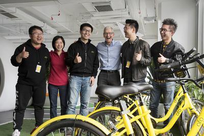 """苹果CEO库克专访:""""开发者""""和""""中国""""依然是故事主线"""