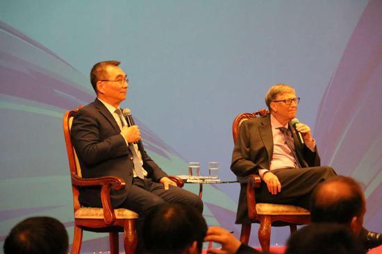 比尔-盖茨对话北大学生:选择关心的事业不是容易事