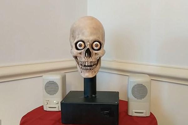 机器人变会说话的骷髅!更会点头转动眼球