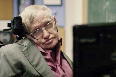 物理学家霍金本色出演喜剧短片:我要换声音