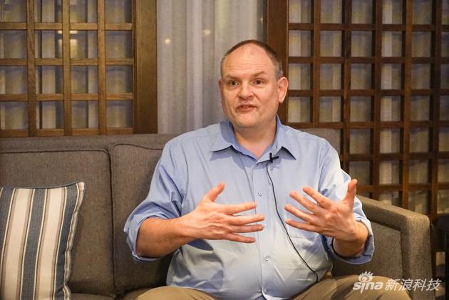 卡内基·梅隆大学计算机科学学院院长安德鲁·摩尔接受采访
