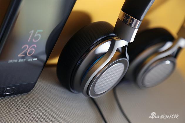 罩耳的效果本身就比較適合低頻的表現