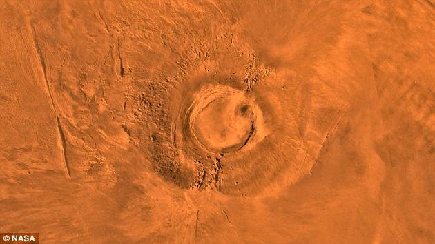 大约5000万年前,地球正经历着白垩纪-古近纪灭绝事件,造成包括恐龙在内的大量动物和植物灭绝。与此同时,火星上的一座经过数十亿年时间才形成的火山也在最后一次喷发中走向尽头。