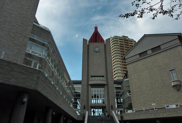 早稻田大学中央图书馆与井深大纪念堂
