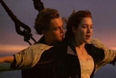 """为什么""""永不沉没""""的""""泰坦尼克号""""会沉没?"""