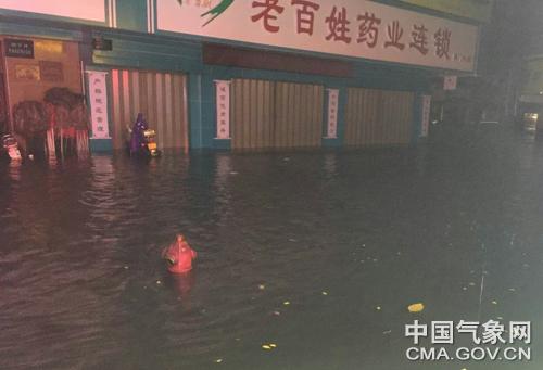 广东潮州4月11日遭遇强对流天气。何晋生 摄