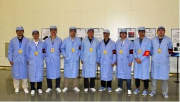 本项目组主要参研人员合影(海南文昌发射场)左起:温世喆、刘文军、王镇锐、朱志强(副主任设计师)、刘秋生(项目负责人、主任设计师)、何振辉(副主任设计师)、李振、晏硕、谢腾。