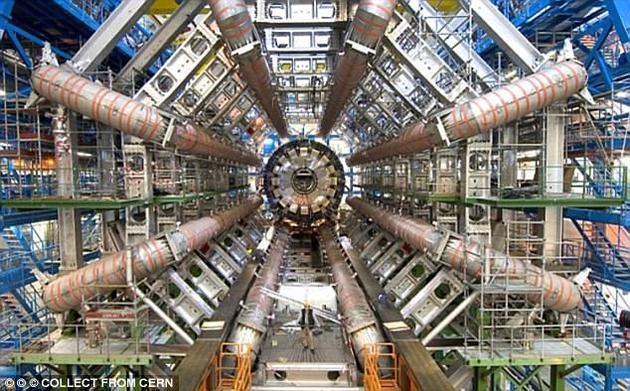 来自欧洲大型强子对撞击的消息显示,有一些迹象表明,实验中似乎有一种新的未知信号出现,而一旦得到证实,那将颠覆我们当前对于粒子物理学的理解