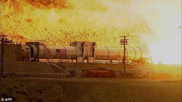 """图为正在接受测试的""""太空发射系统""""。这是NASA最强大的运载火箭,将携带""""猎户号飞船""""发射升空。"""
