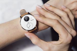 诺基亚推母亲节版手表