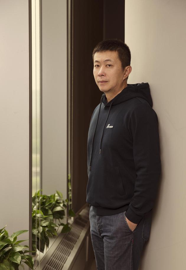 曹国伟,1999年加入新浪,2012年8月,开始担任新浪董事长,成为新浪历史上第一位董事长兼CEO。