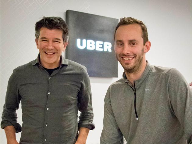 Uber CEO特拉维斯·卡兰尼克(左)与无人车负责人安东尼·莱万多夫斯基(右)