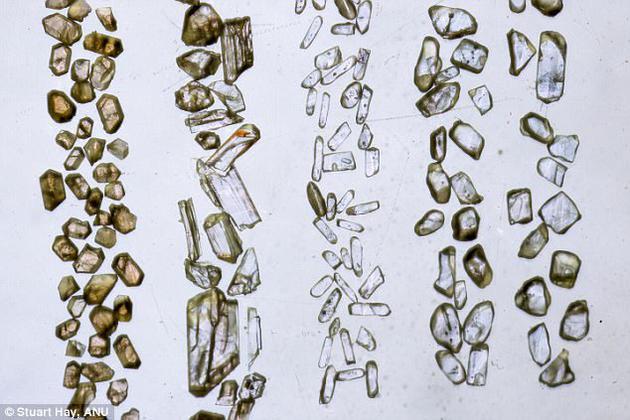 科学家在澳大利亚西部的杰克山区砂岩中发现了44亿年前的锆石颗粒。当时的地球一片平坦、寸草不生,且几乎全部被水淹没。