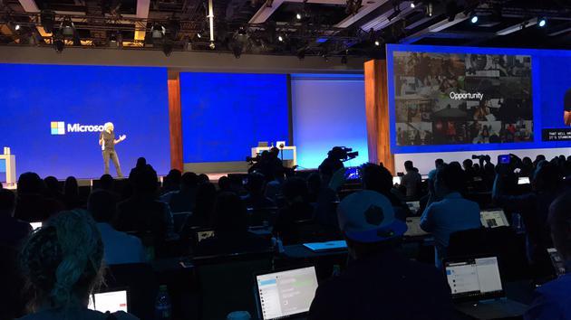 微软CEO纳德拉在Build大会上演讲