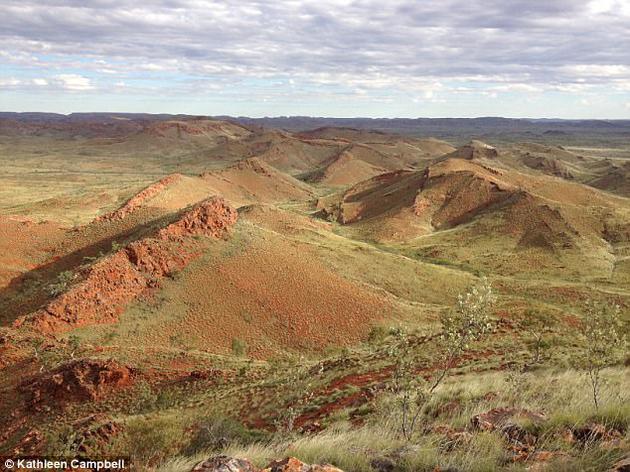 远古德雷瑟构造中的山脊保存着古老叠层岩和温泉沉积物,这些化石证据使科学家认为火星温泉环境是搜寻外星生命的最佳区域。.jpg