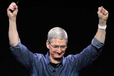 亲自上手 库克正在试用Apple Watch血糖测量功能