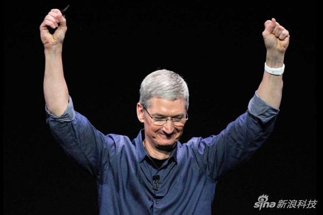 库克佩戴Apple Watch